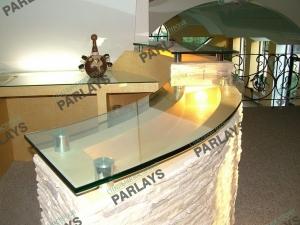 Стеклянная барная стойка в интерьере