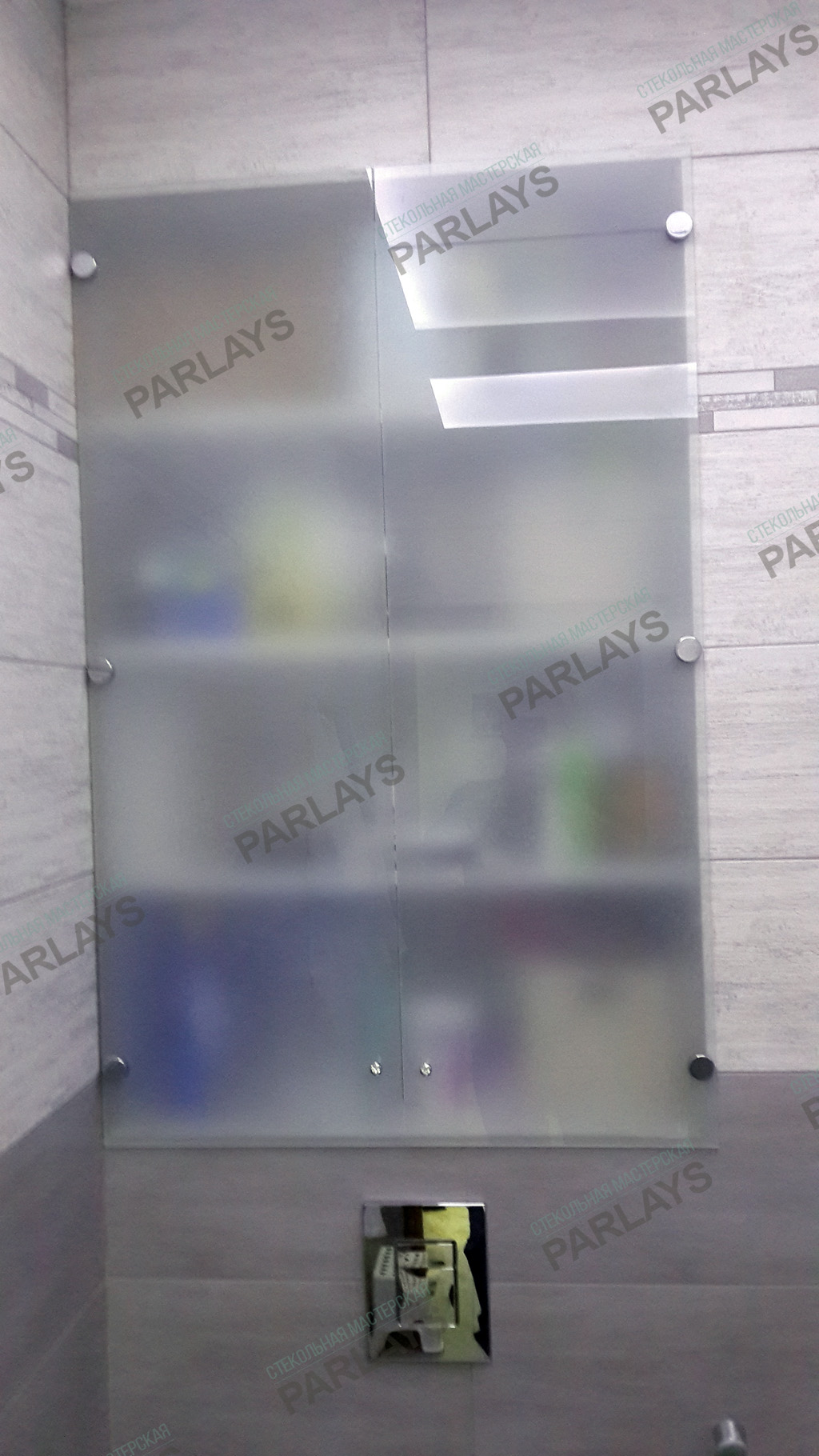 Стеклянные дверцы для ванной