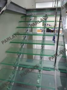 Стеклянные ступени для лестницы
