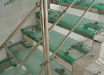 Ступени лестницы из стекла