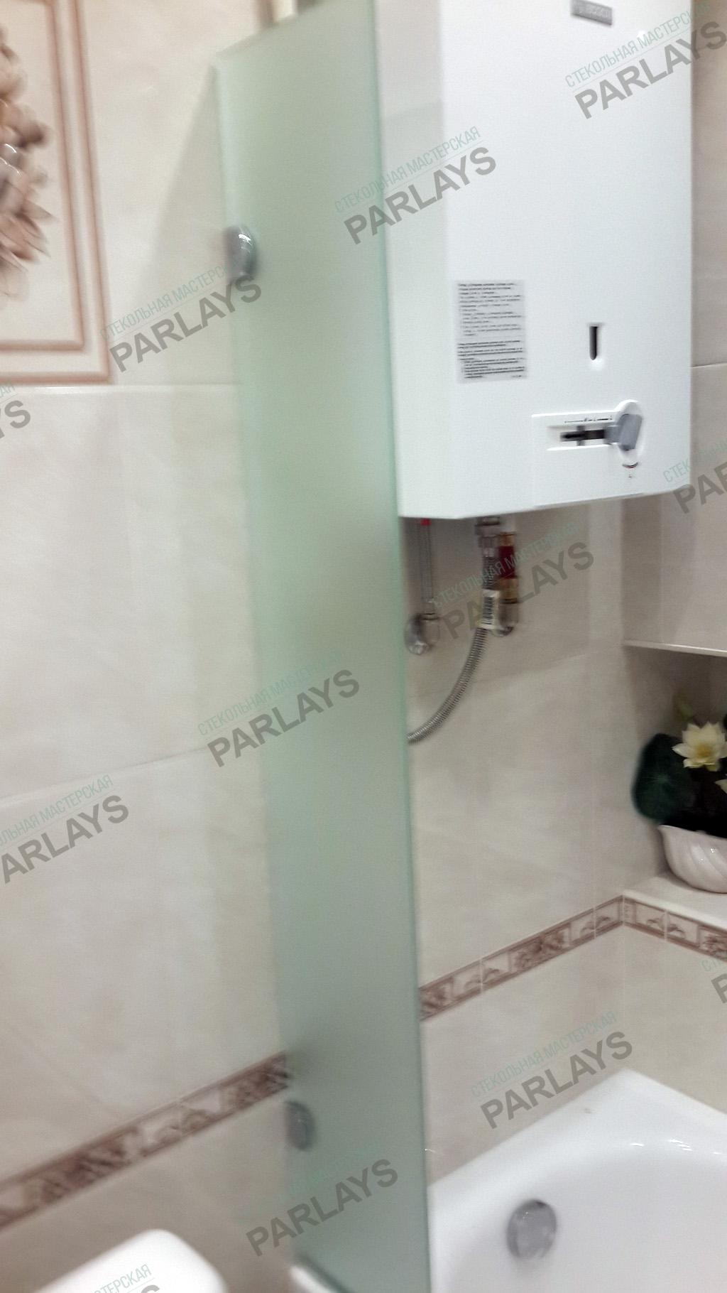 Стеклянная створка в ванной