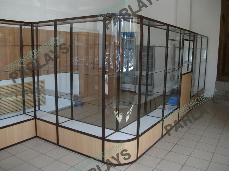 Купить стеклянную витрину в Москве
