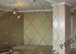 Монтаж зеркального панно на стену