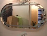 Овальное зеркально в ванной