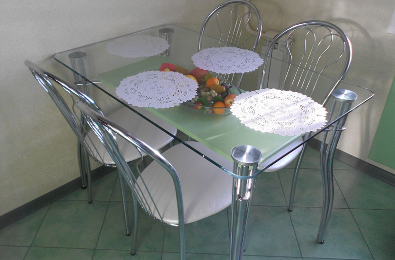 Стеклянный стол для кухни изготовленный на заказ